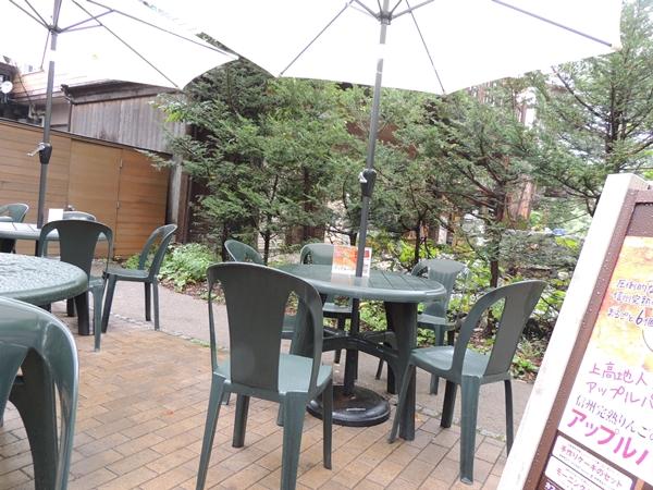 トワサンクカフェのテラス席